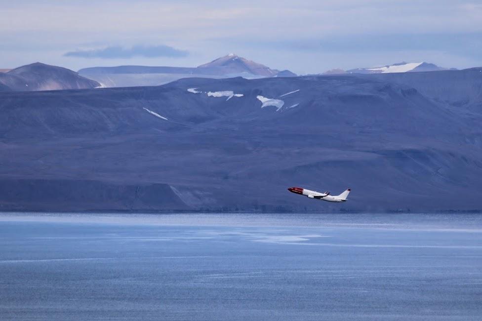 Longyearbyen, samolot Norwegian