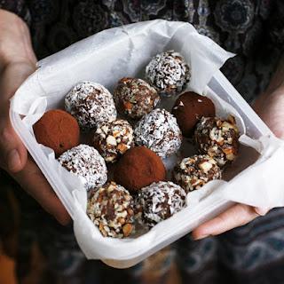 Seven Minute Choco-Almond Truffles.