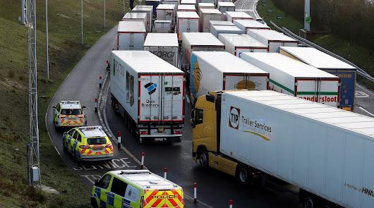 Camiones almerienses quedan atrapados en el colapso de la frontera británica