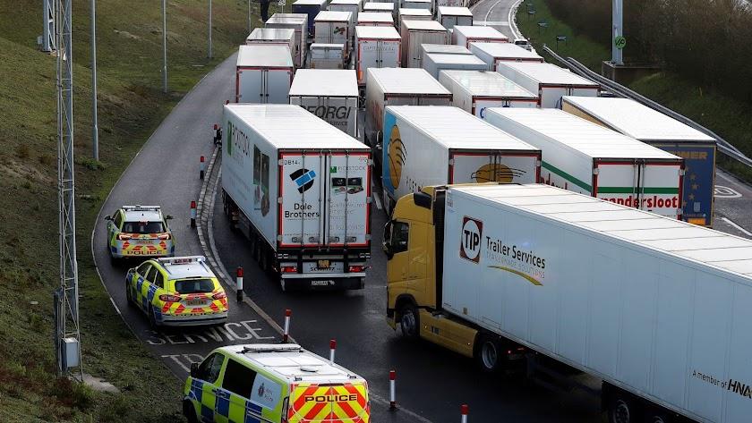 Bloqueo de camiones en la frontera del Reino Unido.