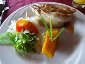 Photo: Tohle kuře nebylo moc dobrý. Aspoň že pomerančovej džus byl nedávno vymačkanej (jako všude jinde)