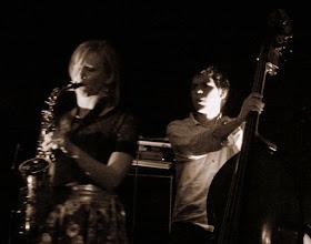 Photo: Nora Kamm : saxophone Yann Phayphet : basse