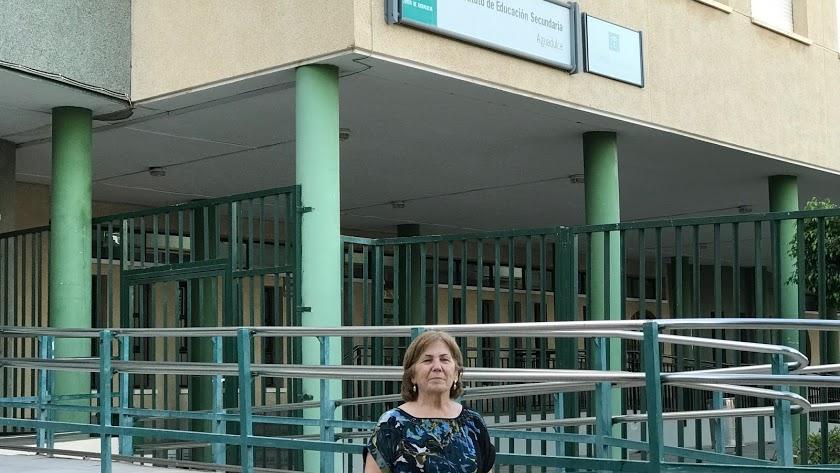 Amparo García en el IES Aguadulce, donde fue presidenta 25 años.