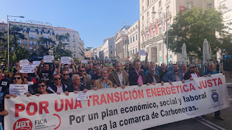 Cabecera de la manifestació de este miércoles en Madrid, con el alcalde de Carboneras en el centro.