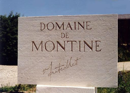 enseigne monumentale ravée sur dalle de pierre Domaine Montine Grignan Drome Provençale 26 84