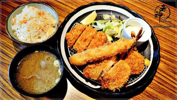 赤神日式豬排-捷運美食~鮮嫩多汁的里肌豬排,高麗菜絲,白飯無限續點吃到飽(公館店)