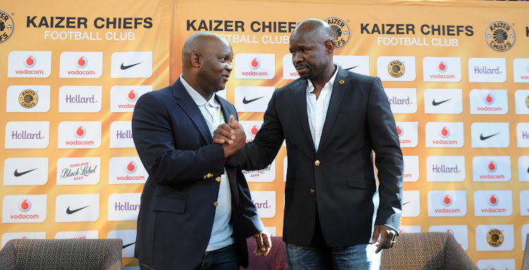 Mamelodi Sundowns' head coach Pitso Mosimane (L) shakes hands with his Kaizer Chiefs' counterpart Steve Komphela (R).