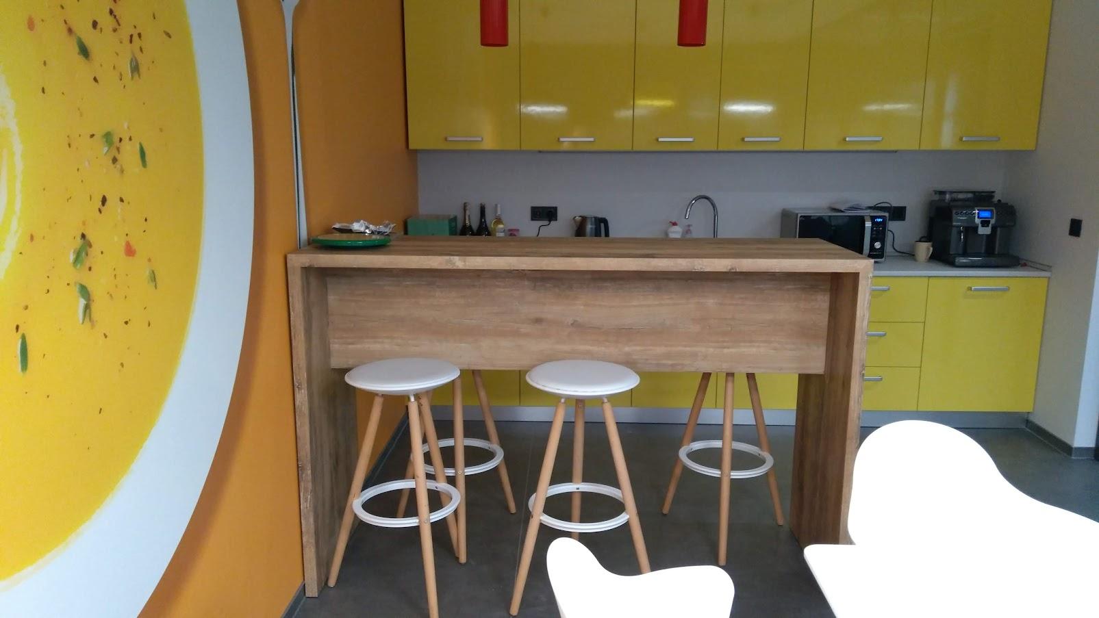 Барный стол, пластик HPL