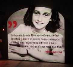 Photo: Anne Frank hiukan ennen Normandian maihinnousua