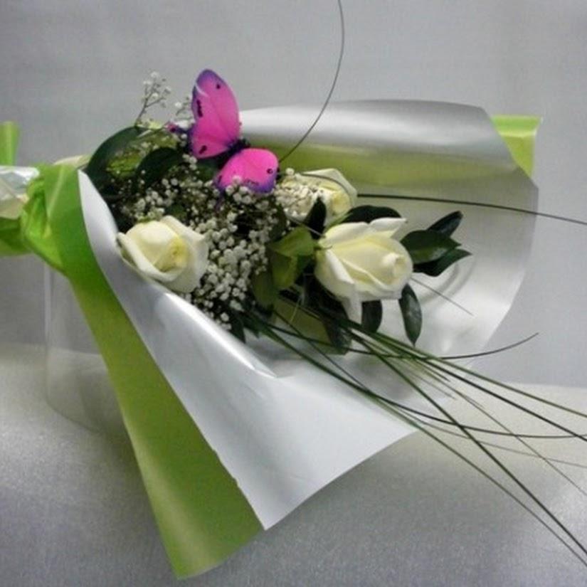 3 Rosas Y Una Mariposa