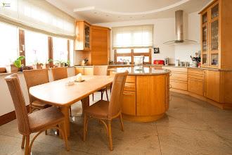 Photo: Angebauter Essplatz in der Küche