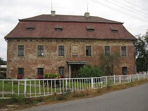 Photo: Zahaczam również o barokowy dwór w Stodołach, wzniesiony w 1736 roku jako siedziba zarządcy dóbr zakonu cystersów w Rudach Raciborskich. Gdzieś czytałem, że obecnie jest to zabezpieczona ruina. Nie ma co, sprytne określenie :)