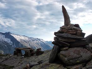 Photo: Premier surplomb et jolis cairns