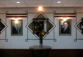 Photo: Entinen ja nykyinen kuningas hotellin aulassa - kuningasperhe oli todella hyvin edustettuna joka puolella maata