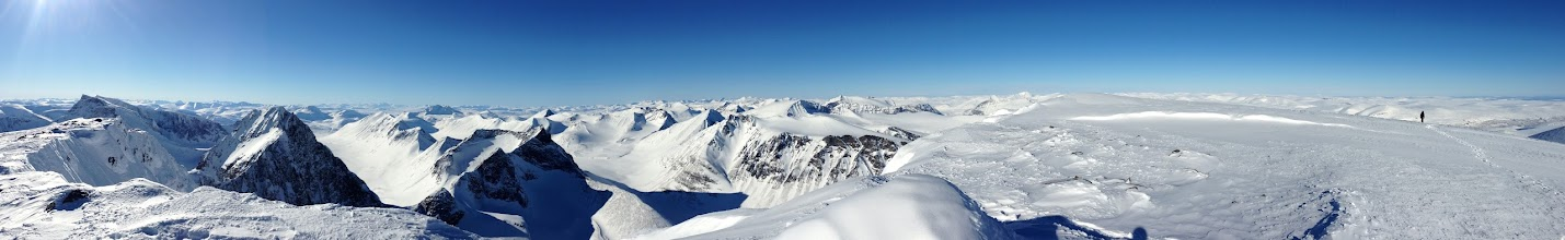 Photo: Western panorama from Kaskasatjåkka (2076 m) includes 3 of the top 5 highest mountains in Sweden: Kebnekaise sydtopp, Kebnekaise nordtopp and Kaskasapakte. And it's taken from the 4th highest mountain. (Scroll over the photo to zoom in)
