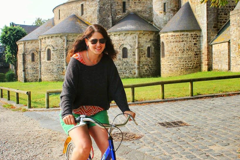 Me cycling along the bike path that runs parallel to the Mayenne river, so you can't get lost!