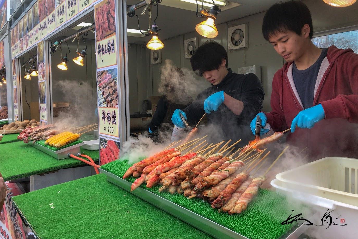 熱々の串焼き、美味しそう〜!