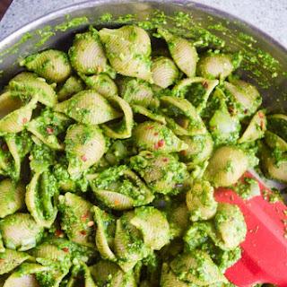 Easy Vegan Spinach Pesto Pasta.