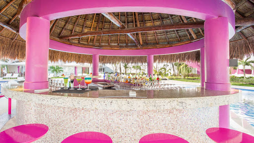 The Zilanzio bar at poolside is always buzzing with activity during the afternoon at Temptation Cancun Resort.