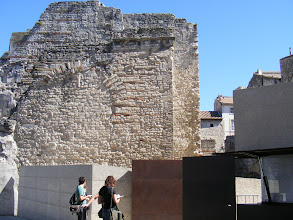 Photo: The remains of the Roman baths (Thermes Constantin) are adjacent to the Rhone.
