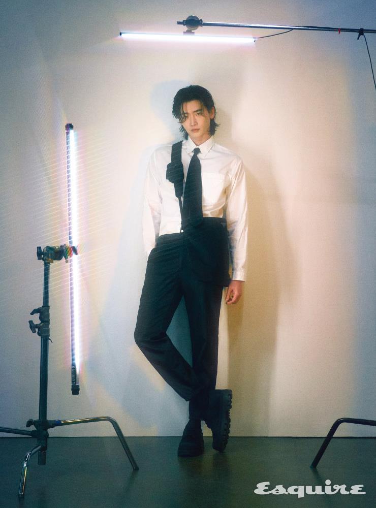 Lee Jong Suk esquire