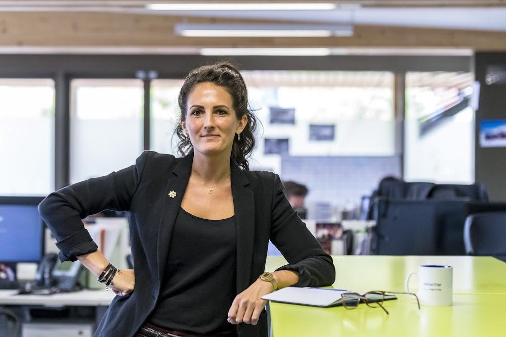 Eleonore, Manager Executif Senior