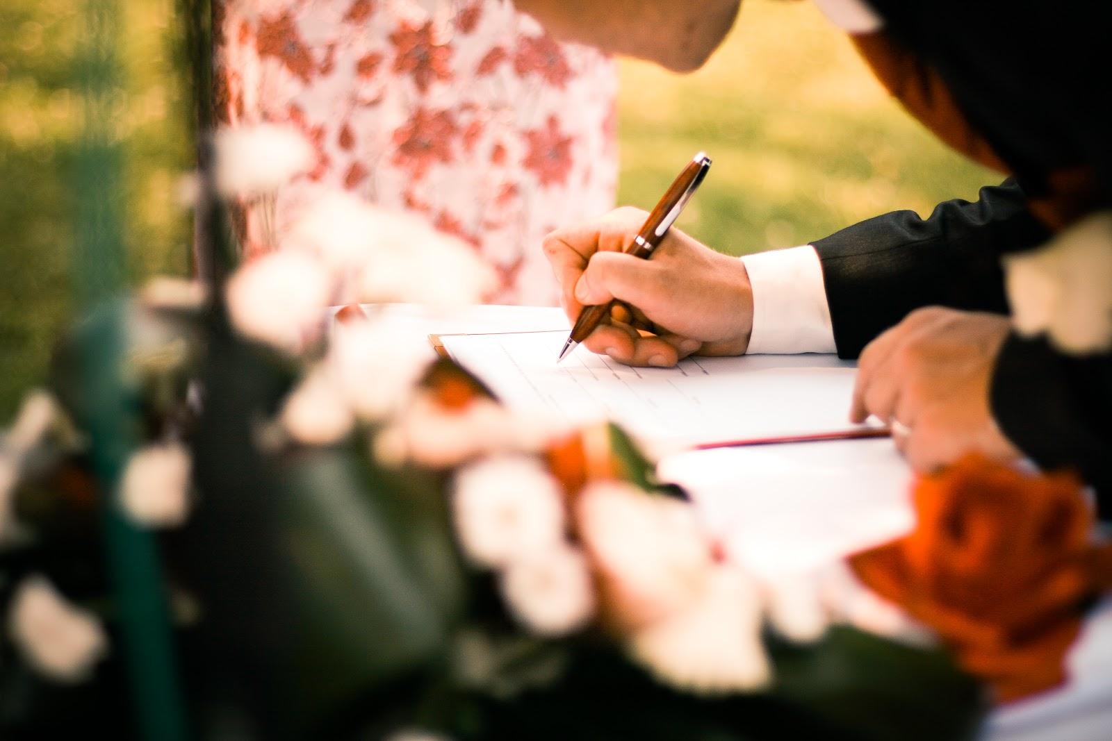grooms-wedding-sign-picjumbo-com.jpg