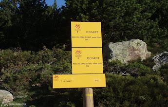 Photo: Unos paneles nos indican para ir al Carlit y para realizar unos paseos por sus lagos