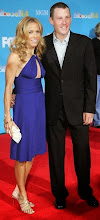 Photo: Lance Armstrong & Sheryl Crow pose on the red carpet during The 2004 Billboard Music Awards, Wednesday, Dec. 8, 2004, at the MGM Grand Garden Arena in Las Vegas. (AP Photo/Eric Jamison)