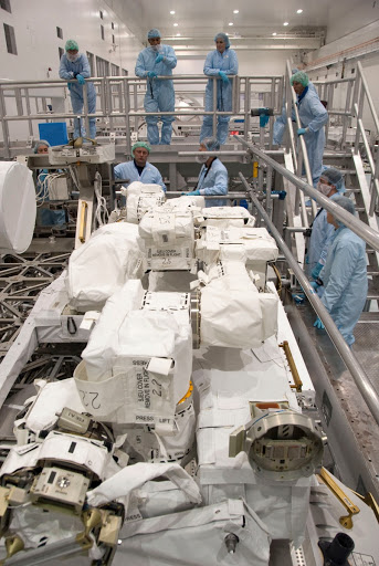 STS 134 CREW CEIT - AMS & TOOL INSPECTION.