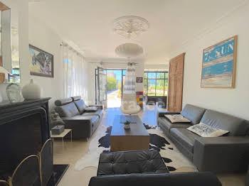 Maison 6 pièces 248 m2