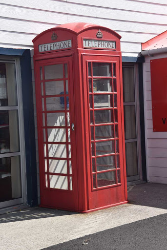 DSC_0835.jpg - A United Kingdom type phone booth — and yes, they still work.