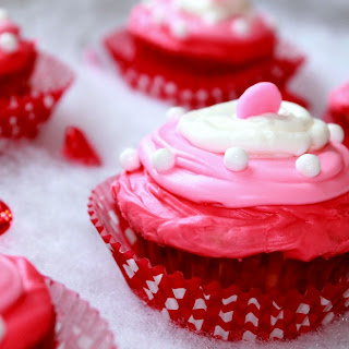 Easy Valentines Day Hugs & Kisses Cupcakes