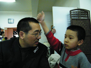 Photo: playing dad and son, benzrad and warrenzh, 朱子卓和朱楚甲, when family dined out.