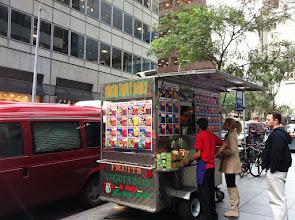 Photo: Очень много таких киосков с фруктовыми коктейлями