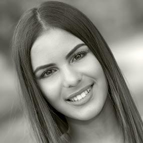 Jelisaveta by Ivan Niznicki - Black & White Portraits & People ( nikon bw 85mm beauty )