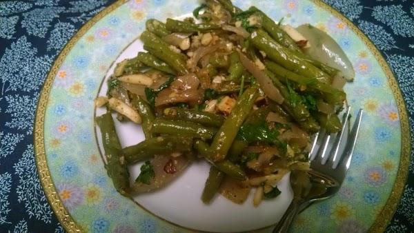 Garlic-roasted Green Beans & Shallots W/hazelnuts Recipe
