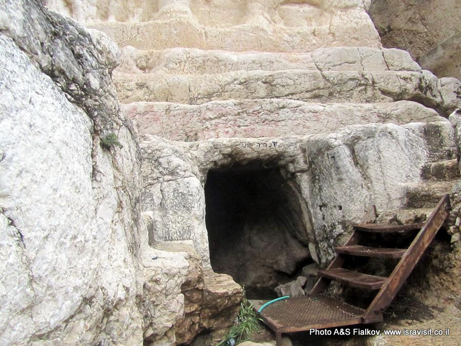 Грот под гробницей Захарии в Кедронской долине в Иерусалиме. www.isravisit.co.il