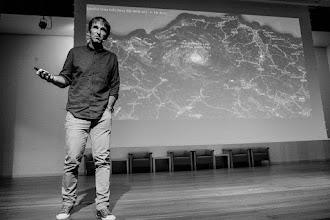 Photo: Manu Arregi aportando datos científicos que indican que Bilbao es el fucking center of the universe.