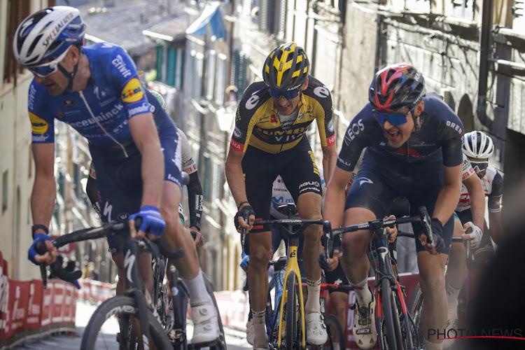 Onwaarschijnlijk tafereel in de Giro: Serry onderuit gereden door ploegwagen ander team, excuses overgemaakt