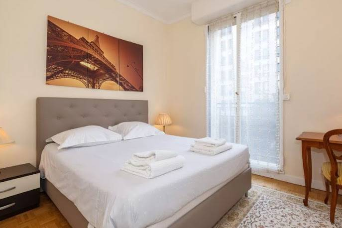 Cosy bed at Rue de Monceau Serviced Apartment, Champs Elysees