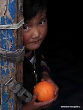 Photo: Девочка с апельсином. Первое место на конкурсе любительских фотографий