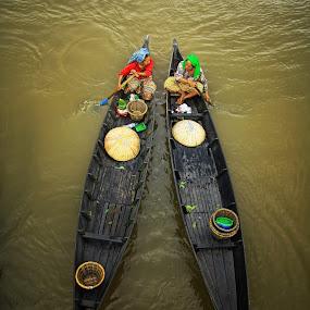 Let's We Go home by Faizal Fahmi - Transportation Boats ( flaoting market, lokbaintan river, south borneo, indonesia, water world, traditional, villager, banjarmasin )