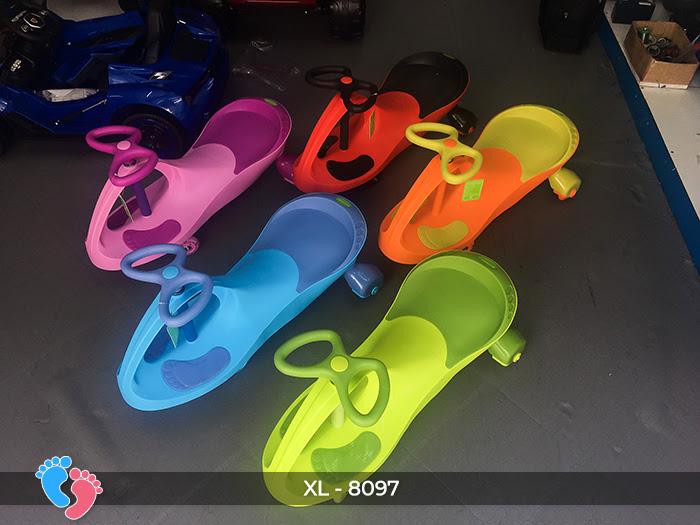 Xe lắc đồ chơi cho bé Broller XL-8097 1