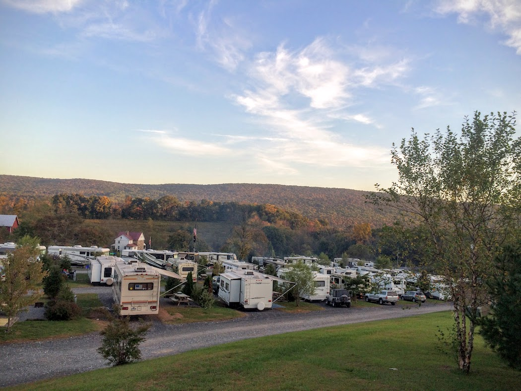 As is typical most places we stay, this place fills up on the weekends. This is only one part of the campground. The have about 300 RV spaces and 20 or so cabins.