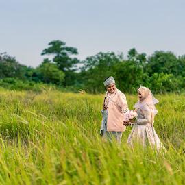 Hand in hand by Mark Vong - Wedding Bride & Groom ( traditional, malay wedding, asian, malaysia traditonal wedding, wedding )