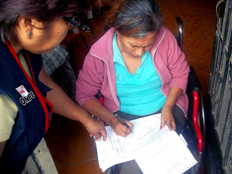 Photo: ODPE Ricardo Palma.- Entrega de credenciales a miembros de mesa en el distrito de Santa Eulalia.