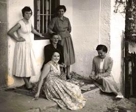 Photo: Lola, Virtudes, Curra, Rosina y Aida.