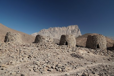 Bienenkorbgräbern vor dem Jebel Misht