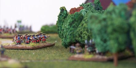 Photo: Fanteria leggera inglese appostata al margine del bosco che delimita il campo di battaglia a settentrione.Miniature Baccus, materiale scenico autocostruito.